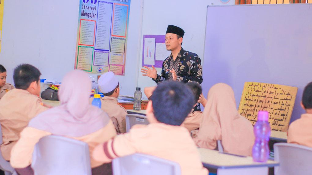 TANTANGAN GURU DALAM PEMBELAJARAN DARING DAN SOLUSINYA sd silaturahim islamic school