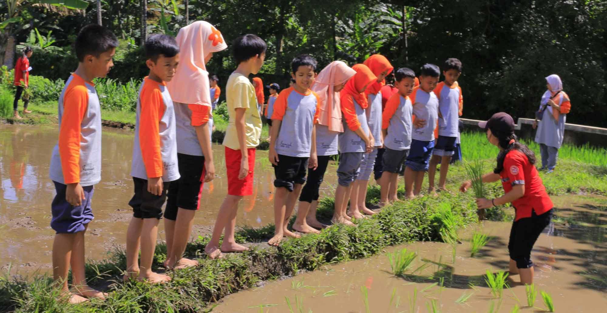 Silaturahim-Islamic-School-Goes-to-Cinangneng